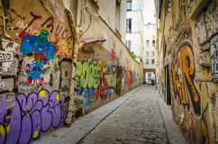 Kleurrijke graffiti in een Parijse straat Stock Foto's