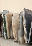 Kleurrijke granietplakken Stock Foto's