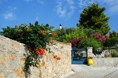 Kleurrijke Griekse Dorpsscène Stock Afbeelding