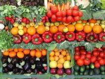 Kleurrijke groenten en vruchten Stock Foto