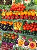 Kleurrijke groenten en vruchten Stock Afbeeldingen