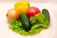Kleurrijke groenten op witte achtergrond Stock Foto