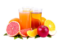 Kleurrijke groep sap en vruchten stock fotografie