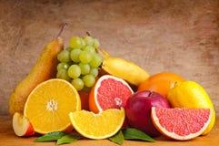 Kleurrijke groep vruchten Stock Foto's