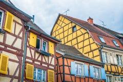 Kleurrijke half betimmerde huizen in de Elzas royalty-vrije stock foto