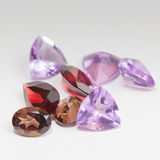 Kleurrijke halfedelstenen met granaatsteen Royalty-vrije Stock Fotografie