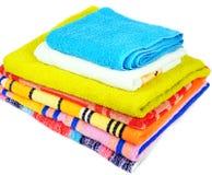 Kleurrijke handdoeken op wit Royalty-vrije Stock Afbeeldingen