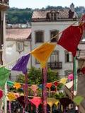 Kleurrijke Hangende Doilies in Openbare Straat in Coimbra, Portugal Stock Afbeelding