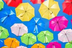 Kleurrijke hangende paraplu's Stock Afbeelding