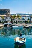 Kleurrijke haven met palmen in Puerto DE Mogan Stock Foto