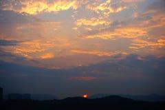 Kleurrijke hemel bij zonsondergang Stock Foto