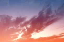 Kleurrijke hemel na de zonsondergang Stock Foto's