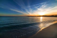 Kleurrijke hemel over het overzees bij zonsondergang Stock Fotografie