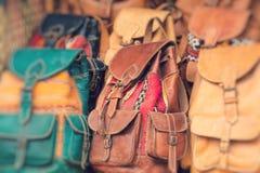 Kleurrijke herinneringen voor verkoop op de straat in een winkel in Marokko stock foto's
