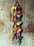 Kleurrijke het sta-caravandecoratie van de vogelpop Royalty-vrije Stock Foto