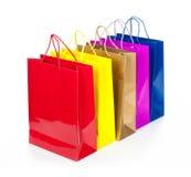 Kleurrijke het winkelen zakken in rij Stock Foto's