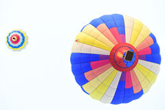 Kleurrijke hete luchtballons in het begin van reisreis Stock Foto's