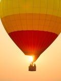 Kleurrijke hete luchtballons in het begin van reisreis Stock Foto