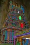 Kleurrijke Hindoese tempel binnen Batu-Holen Gombak Selangor Maleisië stock foto's