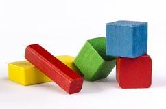 Kleurrijke houten die blokken op witte achtergrond worden geïsoleerd Royalty-vrije Stock Foto