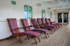 Kleurrijke houten ligstoelen Stock Afbeelding