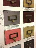 Kleurrijke houten retro archiefkast Stock Foto's