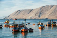 Kleurrijke houten vissersboten, Iquique, Chili royalty-vrije stock foto