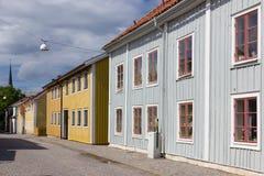 Kleurrijke houtgebouwen. Vadstena. Zweden stock afbeeldingen