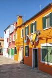 Kleurrijke huizen in Burano Stock Afbeeldingen