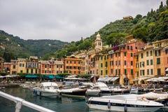 Kleurrijke huizen in de haven Royalty-vrije Stock Foto's
