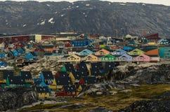 Kleurrijke huizen in de stad Ilulissat, Groenland royalty-vrije stock fotografie