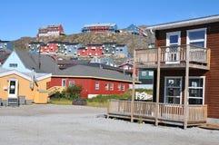 Kleurrijke huizen, gebouwen in Qaqortoq, Groenland royalty-vrije stock foto