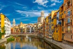 Kleurrijke huizen in Girona, Catalonië, Spanje royalty-vrije stock foto's