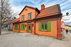 Kleurrijke huizen in het historische centrum van Sigtuna, Zweden royalty-vrije stock foto's