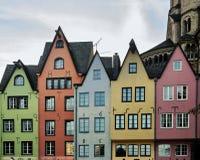 Kleurrijke huizen in Keulen Stock Fotografie