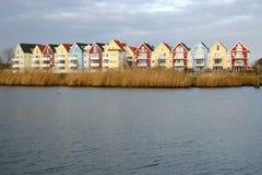 Kleurrijke huizen naast een rivier 1 stock foto's