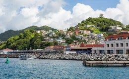 Kleurrijke Huizen op de Helling van Grenada Stock Afbeeldingen