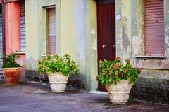 Kleurrijke huizen op een straat van Bosa, Sardinige, Italië Stock Fotografie