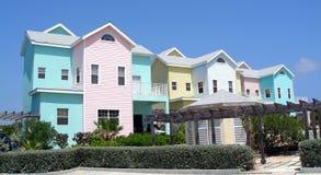 Kleurrijke huizen op Grote Kaaiman stock afbeeldingen