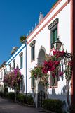 Kleurrijke huizen in Puerto DE Mogan, Gran Canaria royalty-vrije stock afbeelding