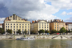 Kleurrijke huizen in Soane riverbank in Lyon, Frankrijk Royalty-vrije Stock Fotografie