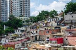 Kleurrijke huizen van de slechte inwoners van Luanda, Angola, Afrika royalty-vrije stock foto's