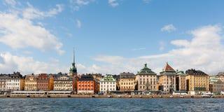 Kleurrijke huizen van Stockholm die van het water worden bekeken Royalty-vrije Stock Foto
