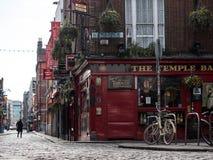 Kleurrijke Ierse bar op het gebied van de Tempelbar van Dublin, Ierland royalty-vrije stock fotografie