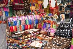 Kleurrijke inheemse markt van Otavalo Stock Foto
