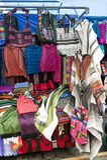 Kleurrijke inheemse markt van Otavalo Royalty-vrije Stock Afbeelding