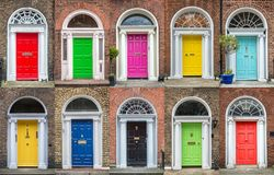 Kleurrijke inzameling van deuren in Dublin Ireland stock fotografie
