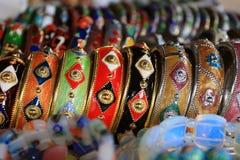 Kleurrijke Juwelen op Vertoning Stock Afbeelding