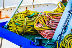 Kleurrijke kabels op Ijslands visserijschip Royalty-vrije Stock Fotografie