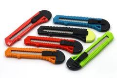 Kleurrijke kantoorbehoeften knifes Royalty-vrije Stock Foto's